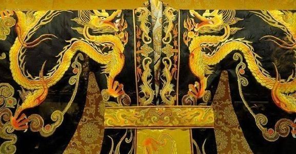 古代皇帝的龙袍为什么不洗?