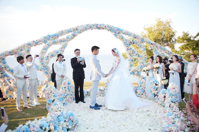 刘诗诗和吴奇隆婚礼:47岁吴奇隆亲吻49岁岳母!