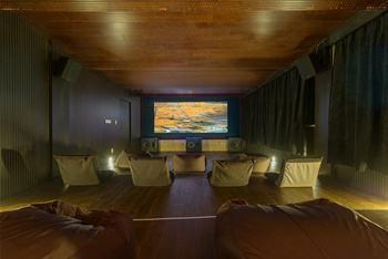 杭州一电影院推出床厅  真能睡吗?