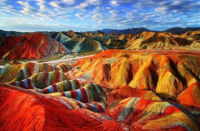 甘肃张掖彩虹山,大自然的神作,太美了!
