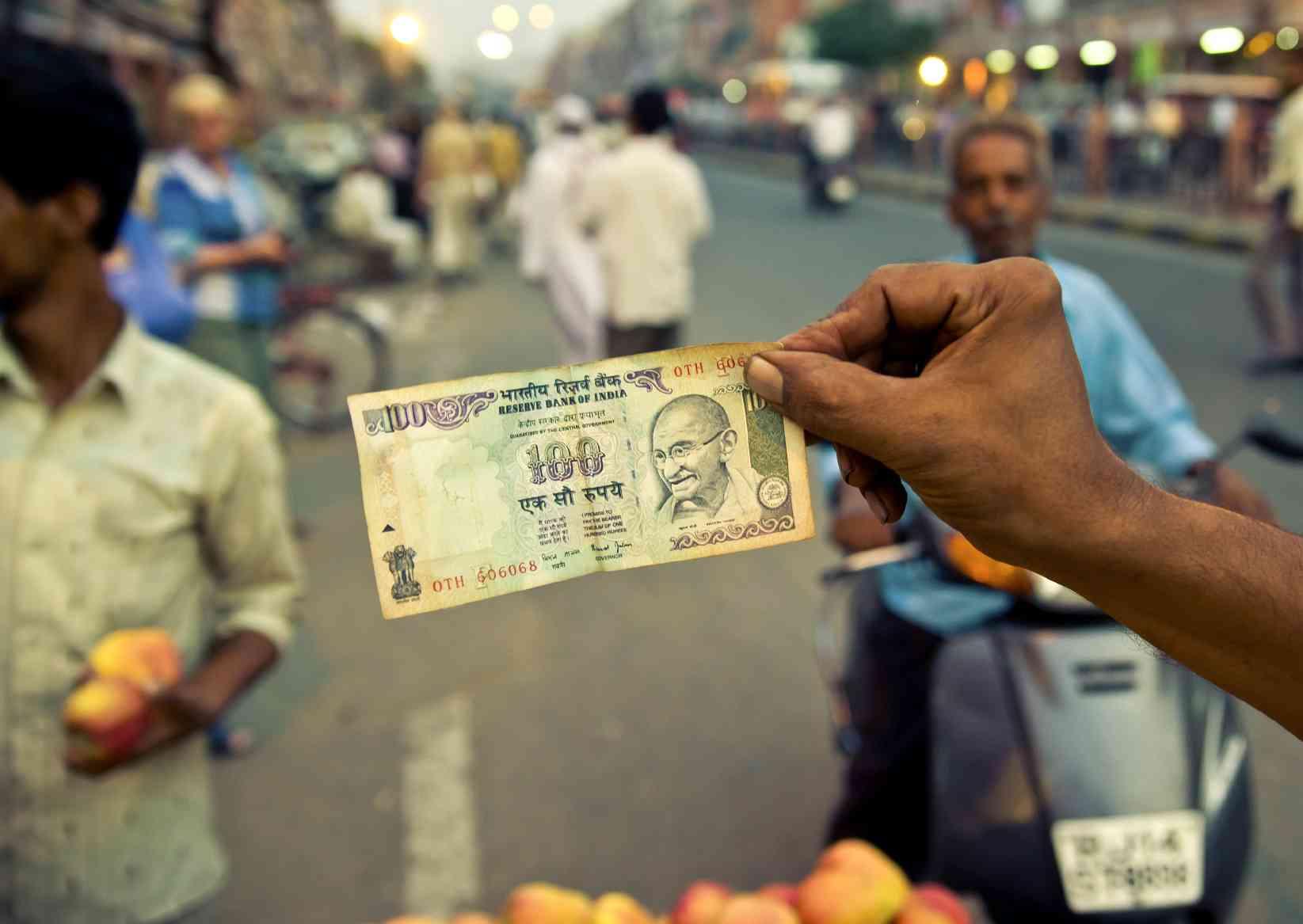 印度经济遭遇雪崩,是什么导致印度经济遭遇雪崩呢?