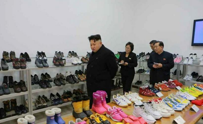 探访朝鲜制鞋工厂   售价太低!