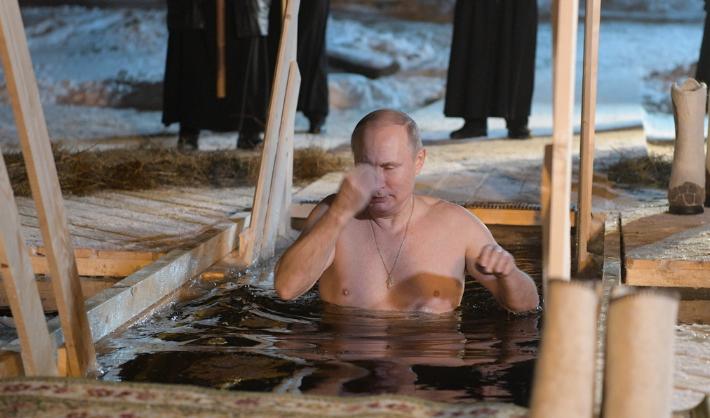 普京冰水中沐浴 参加洗礼节