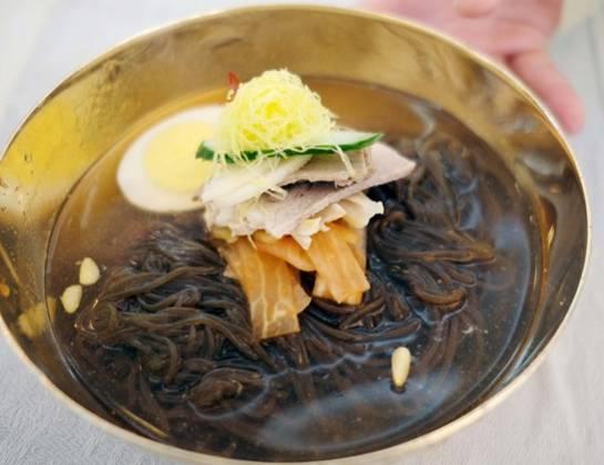 韩朝首脑会谈晚宴菜单公布:烤鱼平壤玉流馆冷面等