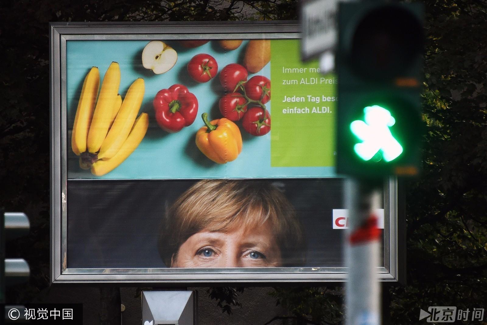 画像变小丑  德国总理竞选画像被人毁坏!