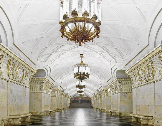 世界上最豪华富丽的地铁站  如皇宫