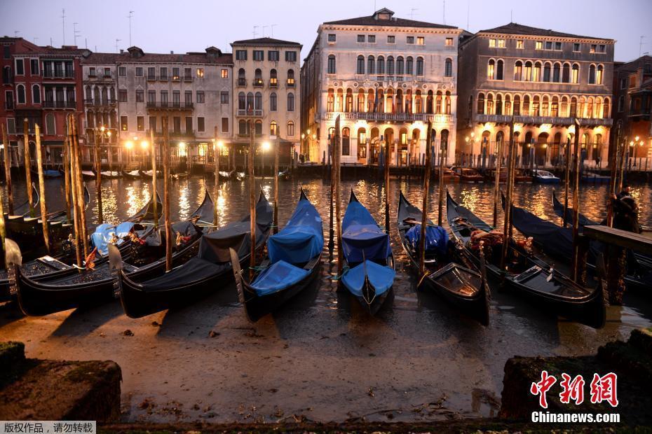 威尼斯遇罕见低潮 水上交通瘫痪