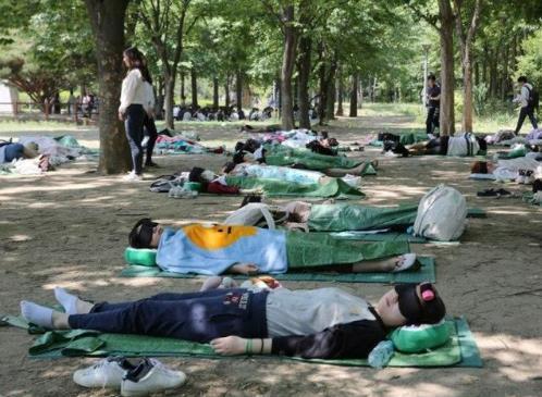 世界最大睡觉比赛  谁最能睡?