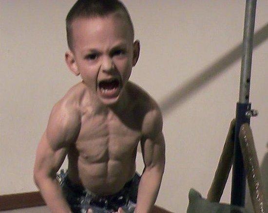 世界最强壮的小男孩 网友:影响发育!