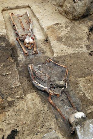 【波兰发现吸血鬼公墓】揭秘波兰神秘奇特的吸血鬼坟墓!