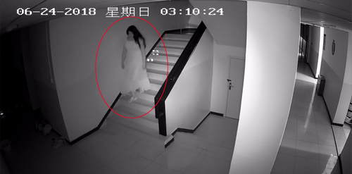 男群演变装偷裙子 盗衣物150余件