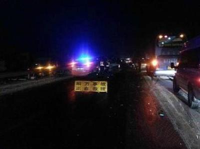 山西临汾四车连撞  肇事司机捅伤两人