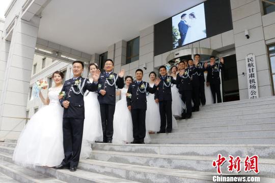 甘肃民警集体婚礼  相约警营!