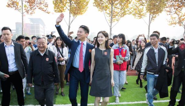 刘强东晒中学照片  提案两个内容
