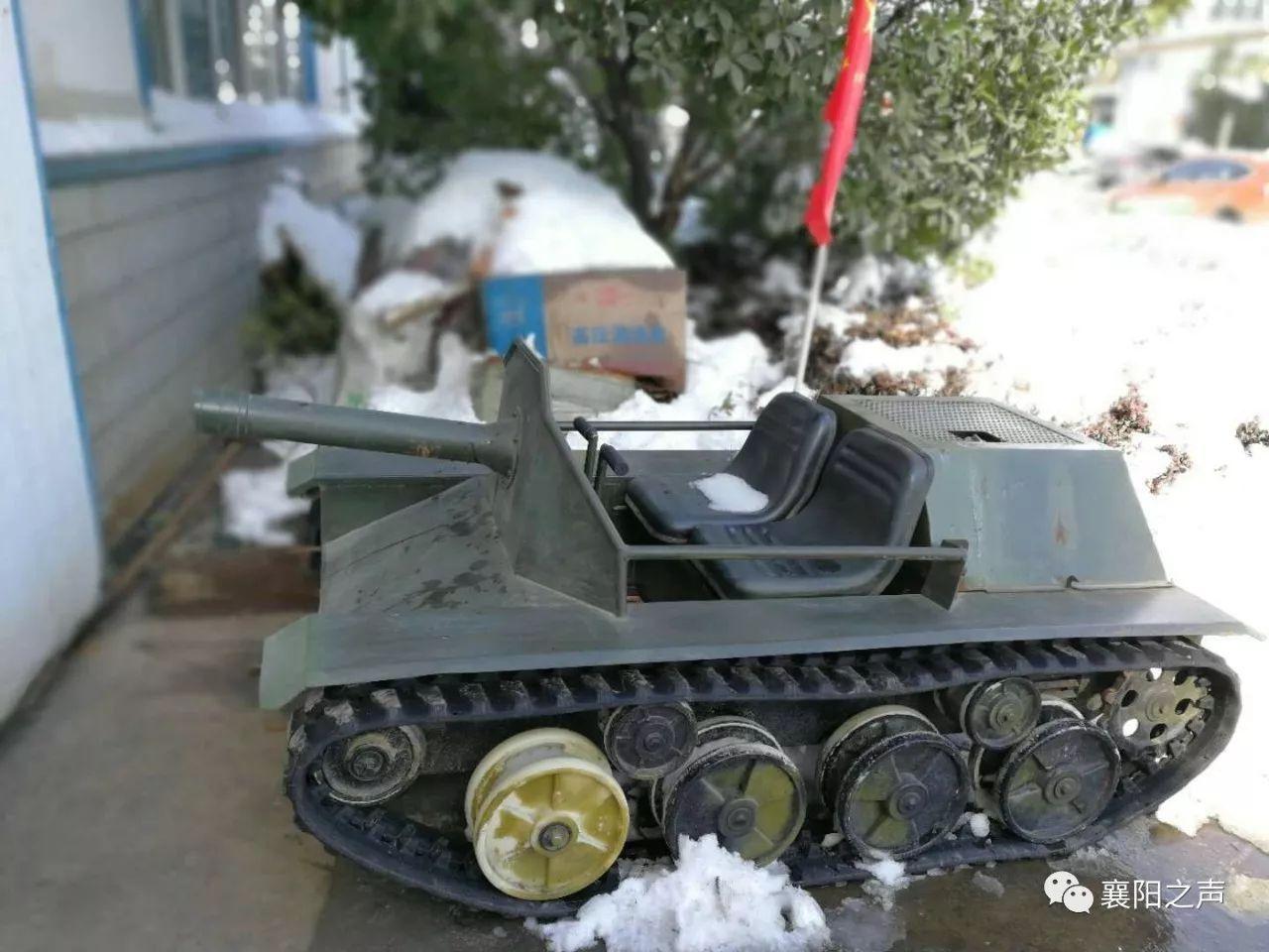 游乐坦克雪天上路  疯传网络