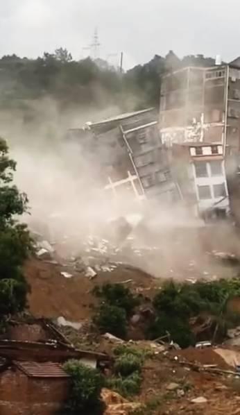 广西暴雨楼房倒塌 画面触目惊心!