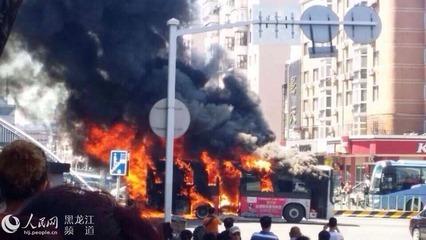 哈尔滨公交车自燃   惊险爆炸