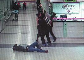 醉酒男子闯急救室  殴打医护人员