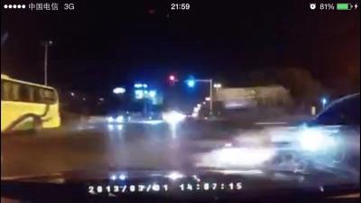 少年飙车身亡 过路司机赔51万