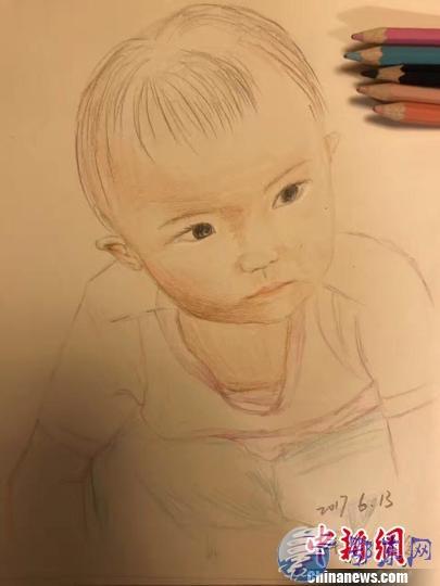 女警画画记录女儿成长 每月画一张直到孩子结婚