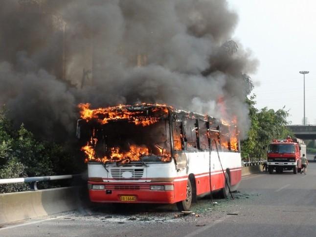 哈尔滨公交车自燃   如何逃生?