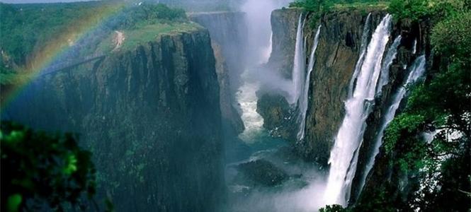世界陆地上最大的裂谷带是哪?