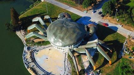 苏州现巨型大闸蟹建筑  十分逼真