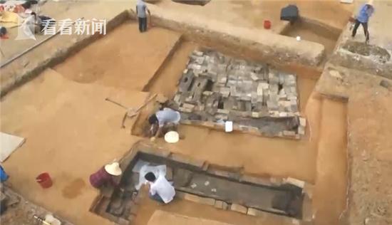 古墓发掘出房产证 长什么样?