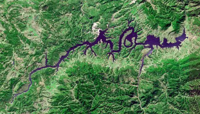太空俯瞰中国  现神奇自然景观