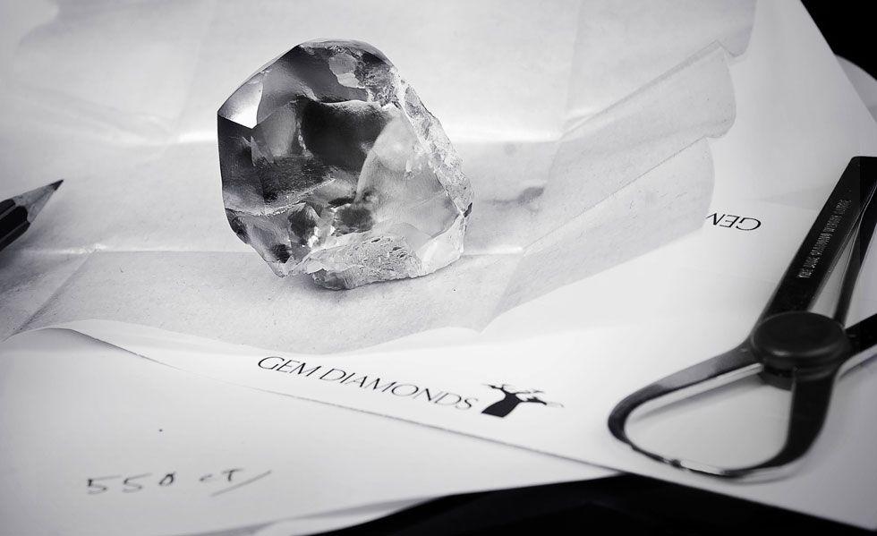 挖掘910克拉巨钻 钻石史上第5大