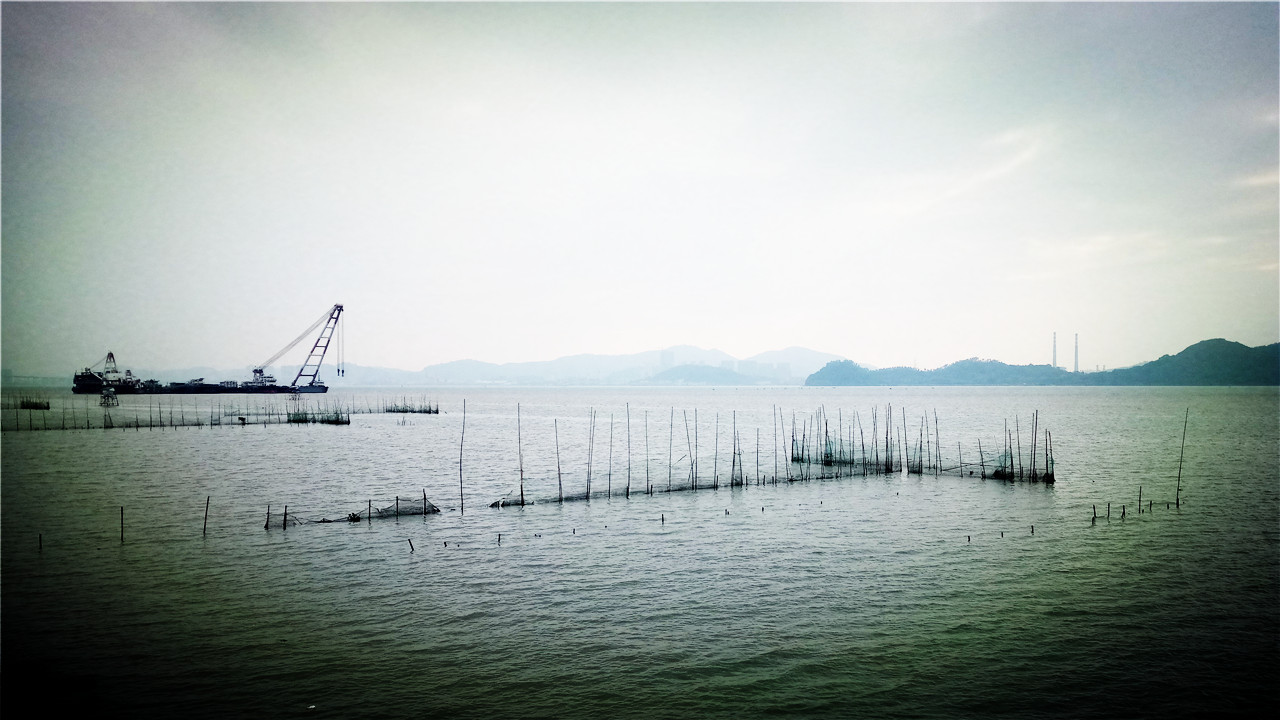 【最大养鱼神器】中国造最大养鱼神器 堪称海上巨无霸!