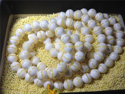男子带7千颗宝石入境  经鉴定来自濒危贝王!