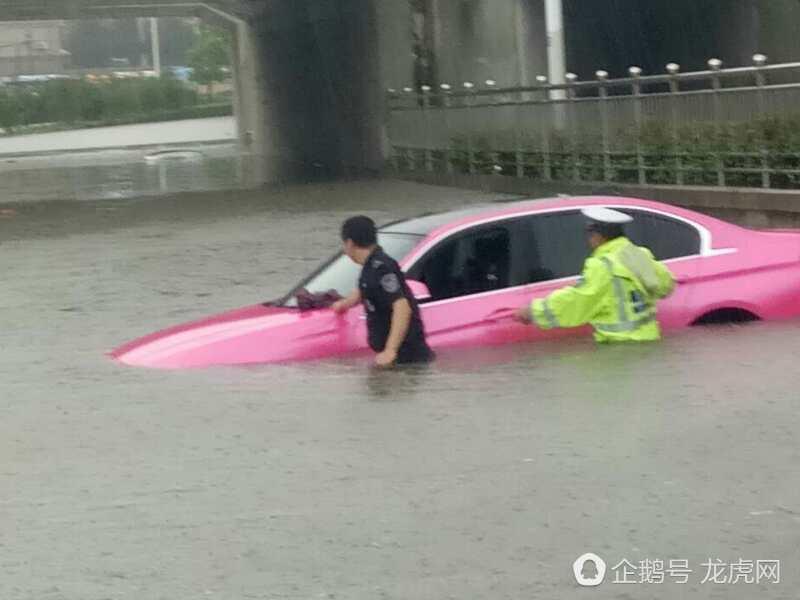 南京暴雨致内涝  部分城区内涝严重!