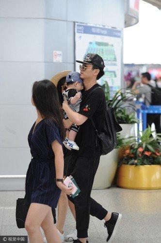 陈晓陈妍希带儿子现身  画面超幸福!